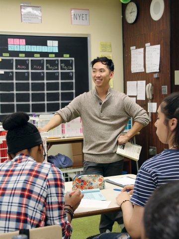 Educator Takeru Nagayoshi teaching a class.